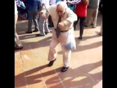 Grandpa techno dance | Crazy moves | Viral Funny | Awesome | Scoop.it