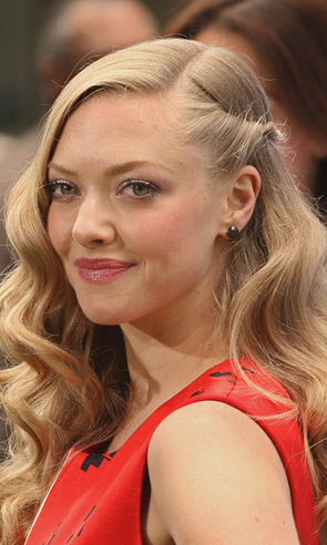 Cosmo's Daily Dish: Amanda Seyfried Says Hollywood Ruined Her Boobs - Cosmopolitan | gossip | Scoop.it