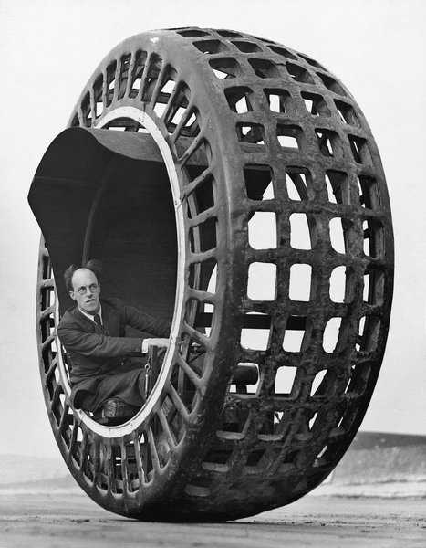 The monowheel was tech's improvement on bicycles. It didn't catch on. | tecnext | Scoop.it