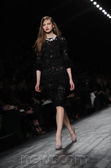 Stunning Shots Straight from Paris Fashion Week | Newscom FocalPoint | Xposed | Scoop.it