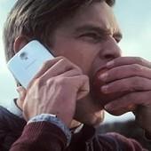 Samsung se moque une nouvelle fois d'Apple avec une nouvelle publicité pour la moins étrange   BlogNT   Communication et réseaux   Scoop.it