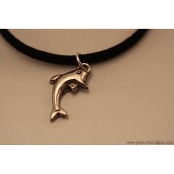 Collier simili daim noir avec dauphin argenté - Je crée tu craques | Mes créations de bijoux fantaisie et autres | Scoop.it