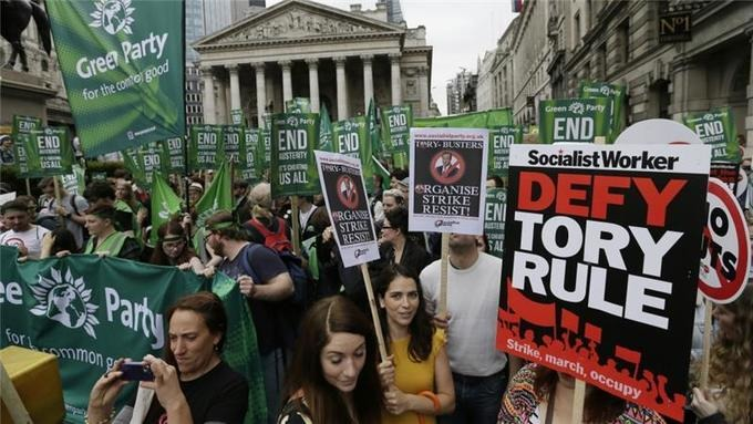 Thousands join anti-austerity march in London | real utopias | Scoop.it
