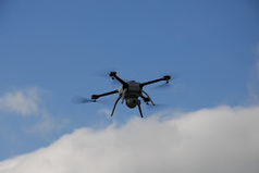Mono-live: Surrey now has the UK's 'Largest' Police Drone Project   drones   Scoop.it
