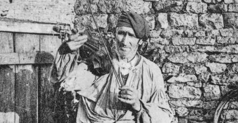Charbonnier et ménestrier: deux métiers qui ont disparu de nos campagnes - HistoireNormande.fr | Nos Racines | Scoop.it