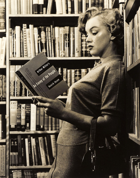 Marylin Monroe reads. | book imagery | Scoop.it
