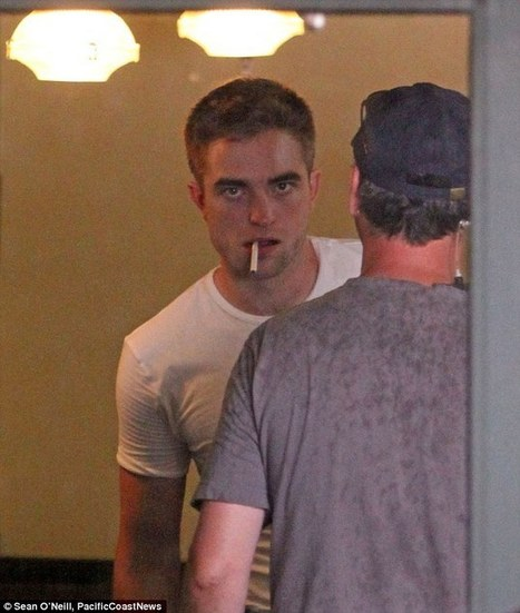 Like a modern day James Dean! Brooding Robert Pattinson puffs on cigarette while filming Map To The Stars   'Cosmopolis' - 'Maps to the Stars'   Scoop.it