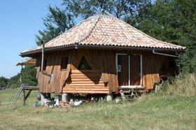 Maison ronde atypique en bois dans le Tarn | Vacances écologiques et éco-tourisme | Scoop.it