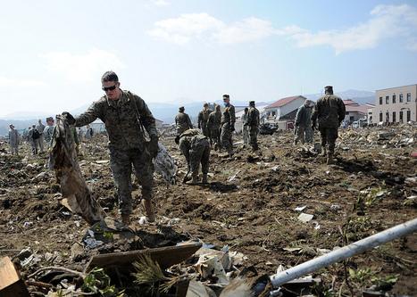 [Photo] Grande opération militaire pour nettoyer les débris | Flickr - Photo Sharing! | Japon : séisme, tsunami & conséquences | Scoop.it