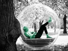 S'isoler dans un cocon en forme de bulle | SoonSoonSoon.com | Tendances : société | Scoop.it