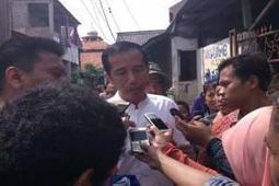 Lebaran Kedua, Jokowi Kunjungi Korban Banjir Di Ulujami - Bisnis.com | Indonesia Today | Scoop.it