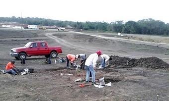 Descubre el INAH 30 entierros prehispánicos y una pirámide en ... - La Jornada en linea | Arqueología | Scoop.it