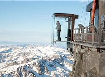 Tourist heaven for thrill-seekers: the Alpine glass cabin over a 1 ... | portage | Scoop.it