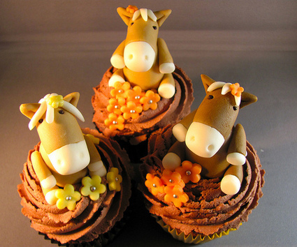 Chocolate Peanut Butter Horse Cupcakes « The Cupcake Blog | Home & Horse | Scoop.it