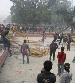 Police fire tear gas and fire water cannon at peaceful protestors in battleground Delhi | A Voice of Our Own | Scoop.it