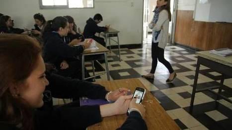 Levantan la prohibición y los chicos de Provincia ya pueden usar el celular en el aula | LabTIC - Tecnología y Educación | Scoop.it