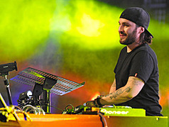 Exclusive: Electric Daisy Carnival 2012 Taps Steve Angello, Knife Party, Tiesto - MTV.com | Avicii | Scoop.it