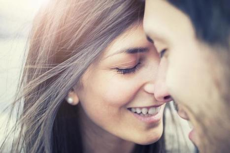 Valentine's Day Dating Tips: 5 Verbal And Non-Verbal Cues To Tell If They're Flirting With You   Dating in 2015   Scoop.it