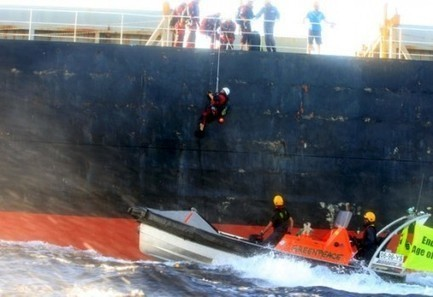 Greenpeace Activists Board Ship in Protest of Australia's Coal Export Boom | EcoWatch | Scoop.it