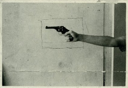 Hand holding a firing gun by Vija Celmins, 1964 | marque-page | Scoop.it