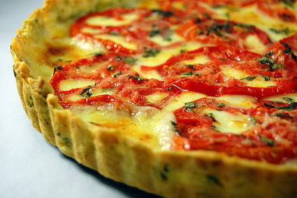 Pink Parsley: Tomato-Mozarella Tart with Basil-Garlic Crust | Healthy Meals | Scoop.it