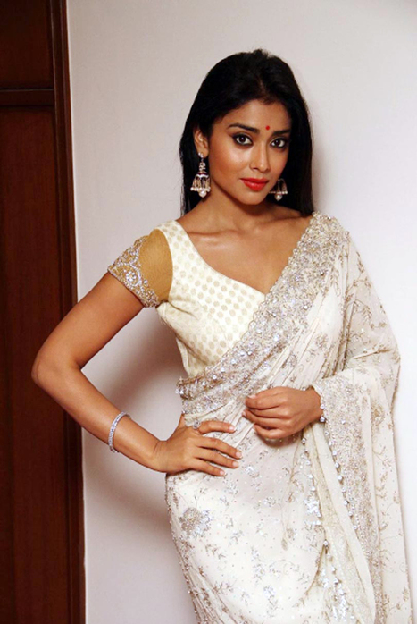 SuiMui : Bollywood, Indian Celebrities, Hot Gossips,Cinema News and Event Photos: Shriya Saran Spicy Stills In Saree | Indian Actress Latest Spicy Images & Hot Wallpapers | Scoop.it