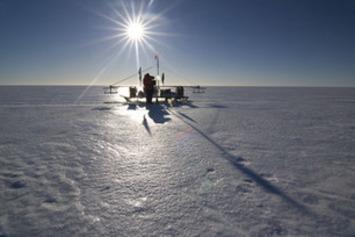 Antarctica's Ice Attacked from Above and Below | Océan et climat, un équilibre nécessaire | Scoop.it