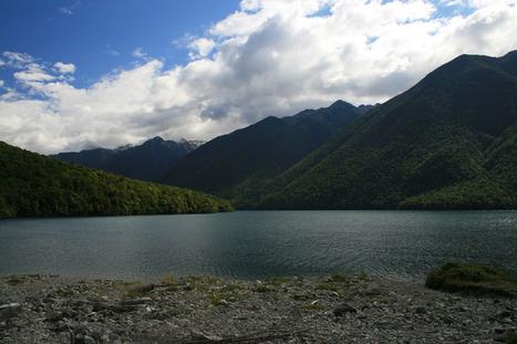 The Kiwi Traveller: Lake Waikaremoana Walk- Take a captivating walk | Rainforests, Waterfalls, Rivers, Lakes & Oceans | Scoop.it