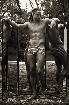Calvin Harris se dénude pour Emporio Armani | Lingerie Homme | Scoop.it