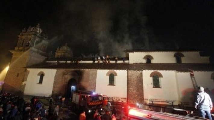 Fire destroys Peru Baroque church in Cusco | BBC | Kiosque du monde : Amériques | Scoop.it