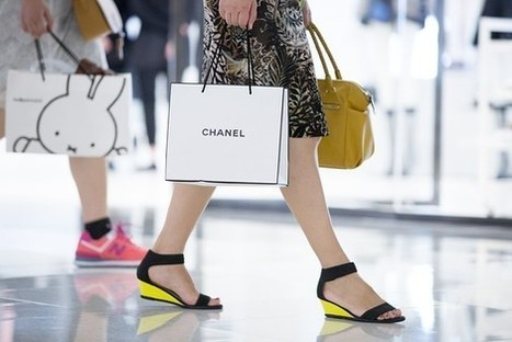 Chinese Are Traveling More, Shopping Less   Etrade AUSTRALIA   Scoop.it