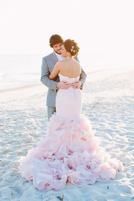 Blush Wedding Dress on the Beach | Best Wedding Blog - Wedding Fashion & Inspiration | Grey Likes Weddings | real weddings | Scoop.it
