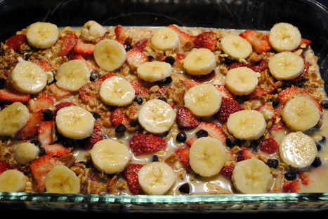 Baked Oatmeal with Strawberries, Bananas, and Chocolate | Sweet Treats, Good Eats & Drinks | Scoop.it