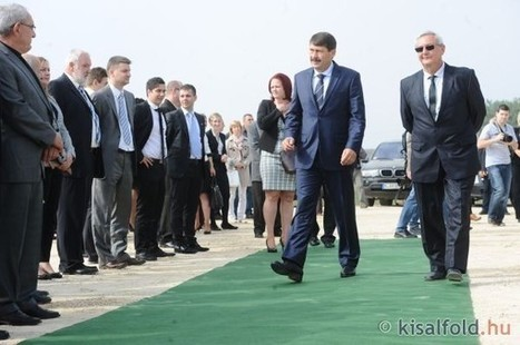 Áder János hazatért - Letették a csornai napelemgyár alapkövét - fotók | Hírek Csornáról | Scoop.it