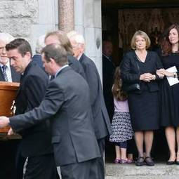 Tears as Seamus Heaney laid to rest in native Derry | The Irish Literary Times | Scoop.it