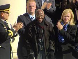 Standing ovation at Arlington National Cemetery for 107-year-old veteran | News | Scoop.it