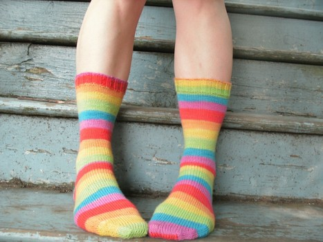 Lookie! I finished knitting rainbow socks! « FreshStitches | Fiber Arts | Scoop.it