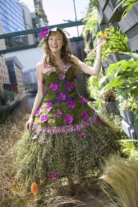 Talented Florist Creates Blooming Dress Entirely from Flowers | Strange days indeed... | Scoop.it
