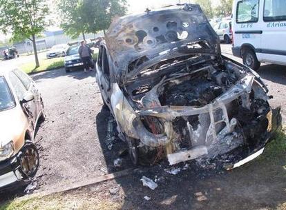 Châtellerault : qui a mis le feu au 4x4 sur le parking? #Vienne | ChâtelleraultActu | Scoop.it