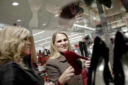 Holiday Shopping's Great Age Divide | YouthWorkerCircuit | Scoop.it