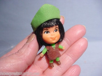"""Adorable Robin Hood Style Doll Only 2-1/4"""" tall Liddle Kiddle? Vintage Cutie 