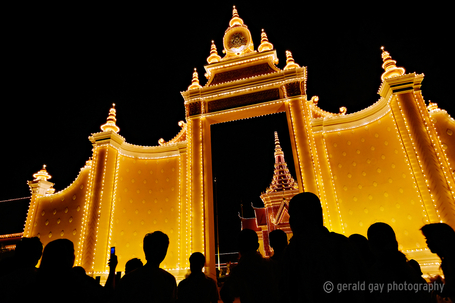 Prayers for King Norodom Sihanouk | Gerald Gay | Fuji X-Pro1 | Scoop.it