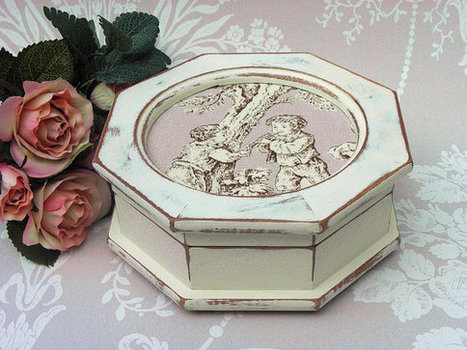 Octagonal Painted Vintage Wooden Jewellery Box with Toile Inlay | Wooden box | Scoop.it