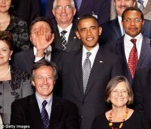 #IdiotDuJour : Obama s'initie au photobombing diplomatique  « Rendez-Vous En Terre Mal Connue   L'Idiot Du Jour   Scoop.it