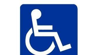 "Poniendo una X en la casilla de ""accesible"" 