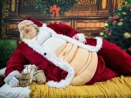 Santa Claus Meets Jabba the Hutt in Retailer's Horrifying In-Store Holiday Display | Psychology of Consumer Behaviour | Scoop.it