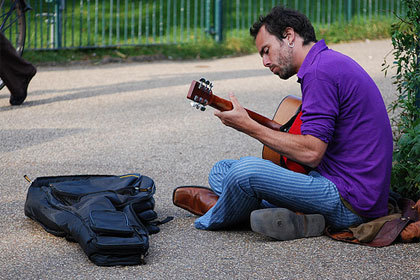 Music wars heat up — but is free really the future? | Radio 2.0 (En & Fr) | Scoop.it
