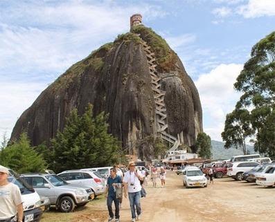 كنوز ثقافية: مشاهد من الدرج المخصوص لصعود صخرة جوتيبا في كولومبيا | konozthakafia | Scoop.it