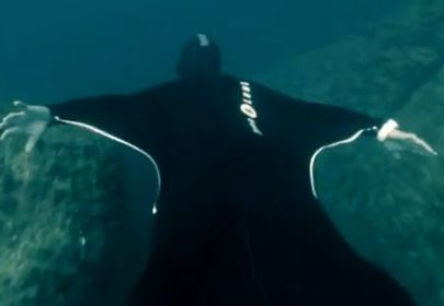Designer creates wetsuit that lets wearers 'fly' underwater | Scuba Diving Instructor Courses | Scoop.it