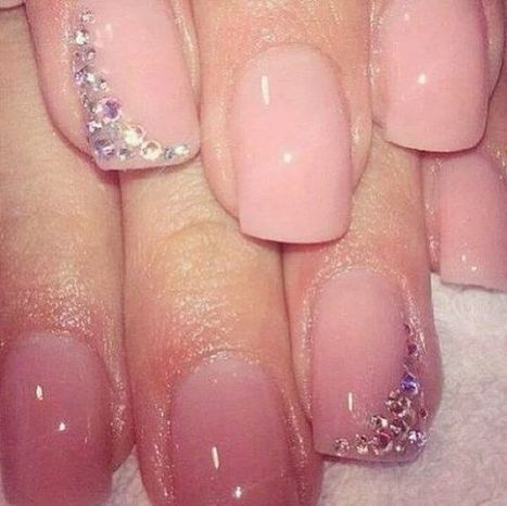 Christmas nails design 2 – Images and Pictures | Fashion Home decor Tattoos Beauty Pictures | Scoop.it